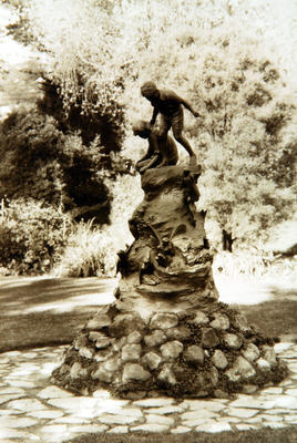 Untitled (statue of two boys in public gardens)