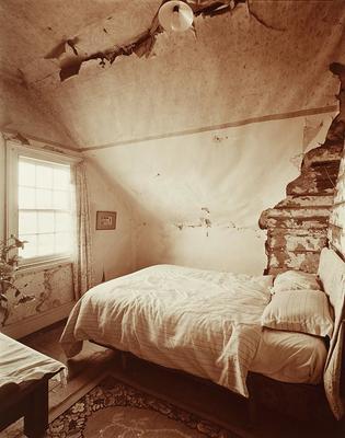 Bedroom Lamb Hill, Warrengate Road, 27/7/2009.