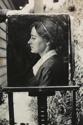 Vivian Smith; [Photograph, Portrait of Mary]; Post 1917; A2015/4/105