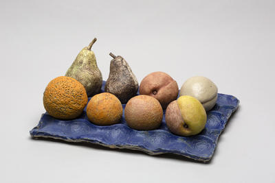 Ceramic fruit tray and fruit