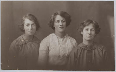 Unknown; Postcard studio portrait of Edith Collier with two cousins; A2015/1/4