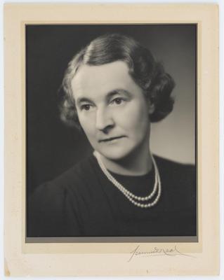 Kenneth Neal; Studio portrait of Helen Bethea Collier (Thea); A2015/1/46