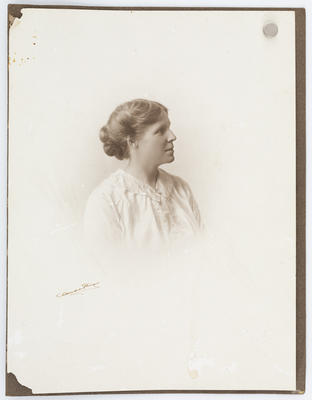 Studio portrait of Ula Goldsbury.