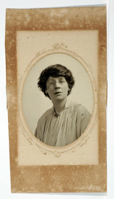 Edwin Hadley; [Photograph, Portrait of a woman]; Unknown; A2015/4/117
