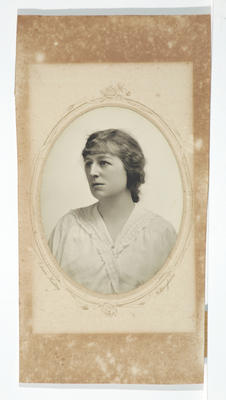 Edwin Hadley; [Photograph, Portrait of a woman]; Unknown; A2015/4/119