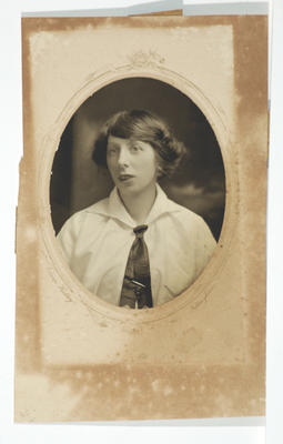 Edwin Hadley; [Photograph, Portrait of a woman]; Unknown; A2015/4/118