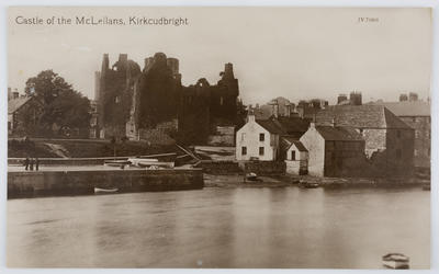 Postcard of a castle in Kirkcudbright, Dumfries to Dolly from Edith Collier.