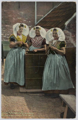 Postcard of three women in traditional clothing of Zeeland. To Edith Collier from an unknown author.
