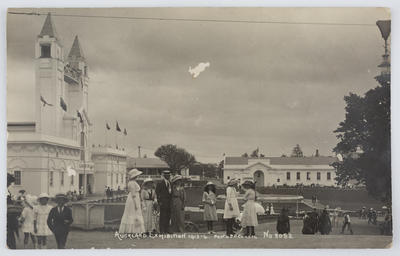 """Postcard titled """"Auckland Exhibition 1913-14"""" from Violet to Edith Collier."""
