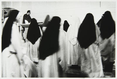 Anne Noble; The community gathers around the altar for the sacrament of the Eucharist; 1988; L1991/23/14