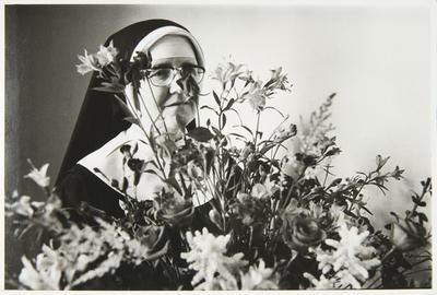 Anne Noble; Flowers for the sanctuary.; 1988; L1991/23/44