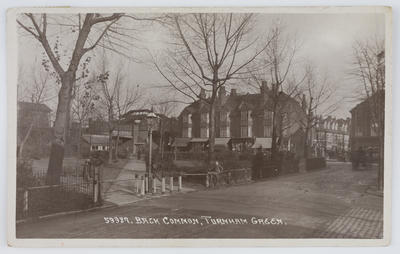 Unknown; Black and white photographic postcard of the back common at Turnham Green.; A2015/1/174