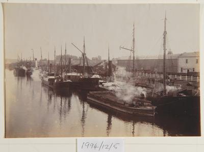Unknown; A busy day at the Wharf (Whanganui town wharf); Circa 1900; 1994/12/5